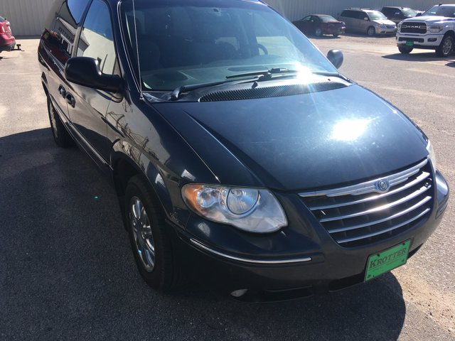 Pre-Owned 2007 Chrysler Town & Country LWB Limited